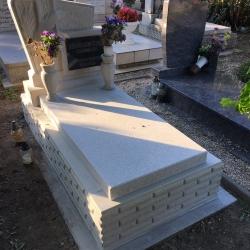 régi sírkő felújítás előtte